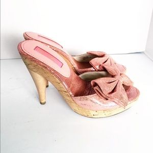 Betsey Johnson Pink Metallic Bow Cork Wood Heel 6